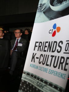 CJ通过邀请驻韩外交官体验韩国4DX电影,宣扬韩国文化的优秀性