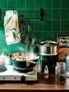 Odense的炊具系列Legodt cook(左)与ALUM(右)图片