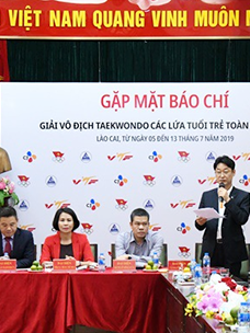 Joong-hyeon Kim, manager at CJ Vietnam, is speaking at a press conference held in advance of the CJ National Youth Taekwondo Championship