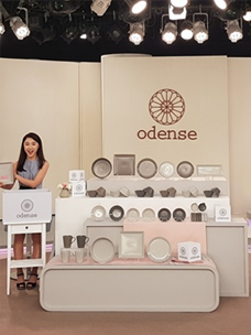 odense recording studio of Eastern Home Shopping in Taiwan Taiwanese (left) and Korean (center) hosts are describing odense''s Atelier Nord products.