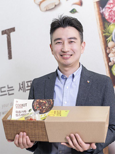 "CJ CheilJedang chief researcher Hyun-seok Na, who supervised the research and development for the meal kit ""COOKIT"""