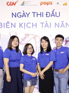 12 finalists of the Scenario Competition 2019 (far right: Nguyen Tan Nhat, who won the grand prize)