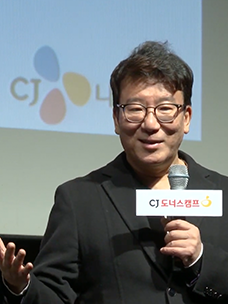 """《国际市场》导演Yoon Je-Kyun,为什么开拍第一天都说""""糟了"""""""
