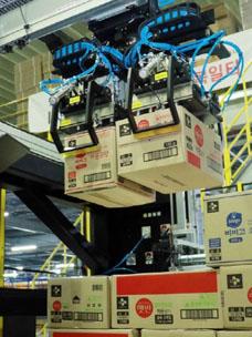"""CJ物流在业界率先普及使用能自动移动非固定规格箱子的""""AI机械臂"""""""